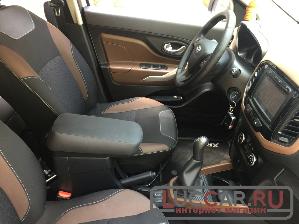 примерка подлокотника «ArSolid 2» в салон автомобиля Lada Xray